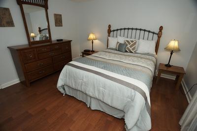 2bed-bedroom-queen-5-8-16