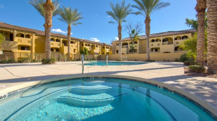 scottsdale-resort-guests-can-enjoy-the-outdoor-pools-hot-tubs-around-the-resort-e1468934710962